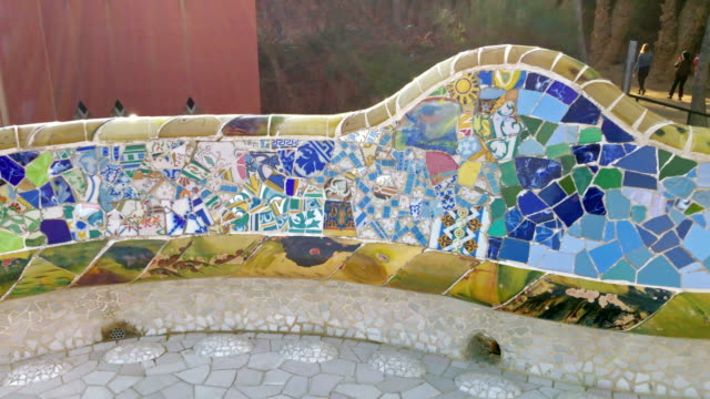 park guell bank in barcelona - barcelona spanien stock-videos und b-roll-filmmaterial
