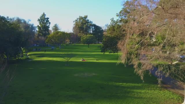 park los angeles - beverly hills aerial - beverly hills california点の映像素材/bロール