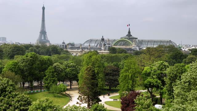 T/L WS HA PAN Park with Grand Palais des Champs-Elysses dome and Eiffel Tower in background / Paris, Ile de France, France