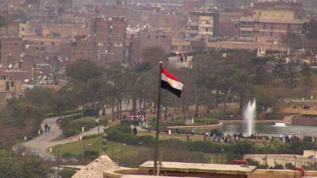 ha, ws, park with pond and fountain, egyptian flag in foreground, cairo egypt - egypt stock videos & royalty-free footage