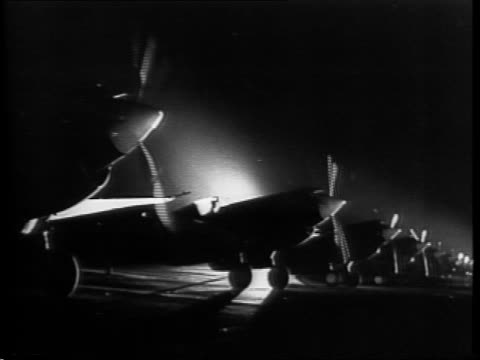parked fighter planes in row at night preparing for takeoff / montage of planes flying at night from mitchell leisen's film, 'i wanted wings' / field... - 1942年点の映像素材/bロール