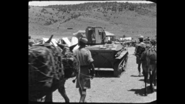 parked light tank in camp, indian soldier with pony train, group of indian soldiers with pickaxes break up ground. - indian ethnicity点の映像素材/bロール