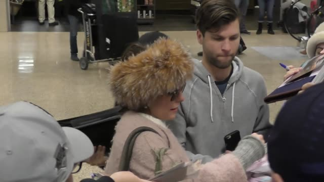 parker posey at salt lake city international airport at celebrity sightings on january 21, 2017 in park city, utah. - parker posey stock videos & royalty-free footage