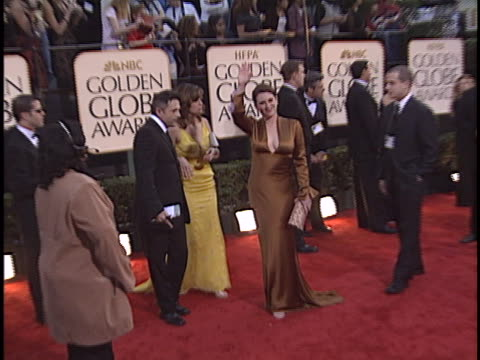 parker posey at the golden globes 2003 at beverly hilton hotel beverly hills in beverly hills ca - the beverly hilton hotel stock-videos und b-roll-filmmaterial
