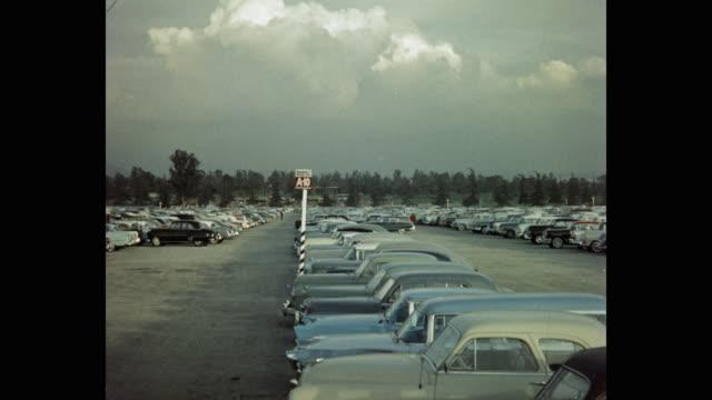 vídeos y material grabado en eventos de stock de parking lot against cloudy sky at santa anita park, arcadia, california, usa - inmóvil