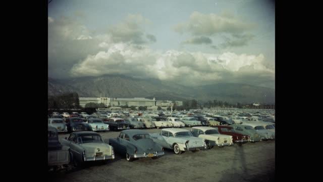 vídeos y material grabado en eventos de stock de parking lot and santa anita park against mountains, arcadia, california, usa - inmóvil