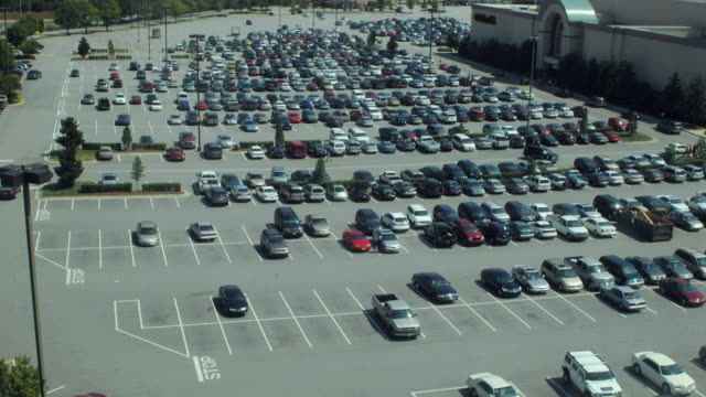 t/l ws ha parking lot filling up, dallas, texas, usa - parken stock-videos und b-roll-filmmaterial