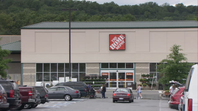 Ws Parking Lot In Front Of Home Depot Hawthorne New York Usa Stock Footage Video Getty Images