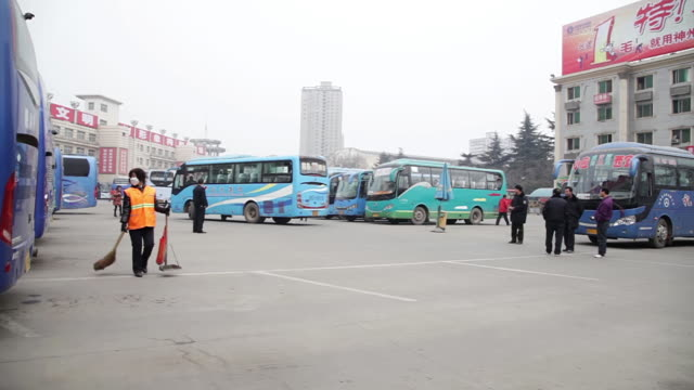 ws pan parking lot of bus terminus / xi'an, shaanxi, china - 保護マスク点の映像素材/bロール