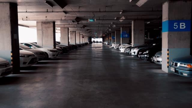 vídeos y material grabado en eventos de stock de estacionamiento en el edificio - piso de edificio