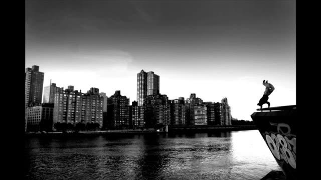 vídeos y material grabado en eventos de stock de a parkour crew uses new york city as a training ground - montaje documental