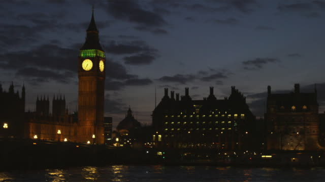 ws parliament building across thames river at night, london, united kingdom - parliament building stock videos and b-roll footage