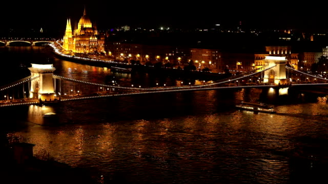 parliament building and széchenyi chain bridge - széchenyi chain bridge stock videos and b-roll footage