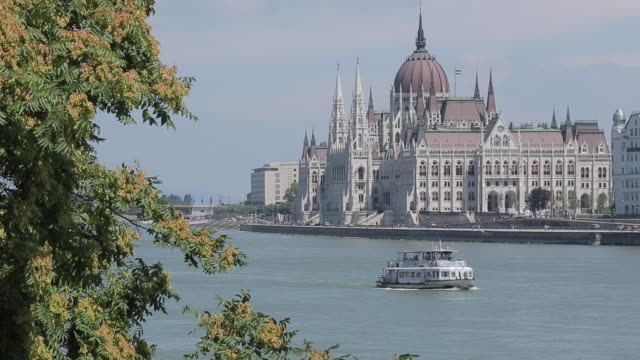 parliament (orszaghaz) from chain bridge szechenyi lamchid,& river danube, budapest, hungary, europe - chain bridge suspension bridge stock videos and b-roll footage