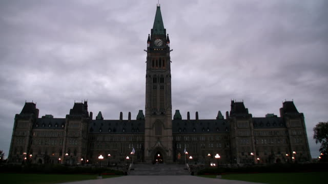 parliament hill in ottawa/kanada - ontario kanada stock-videos und b-roll-filmmaterial