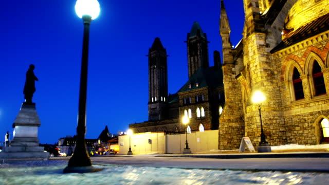 vídeos de stock e filmes b-roll de parliament hill ottawa, canada - parliament hill ottawa