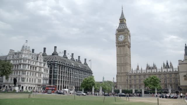 parliament square / london, united kingdom - ビッグベン点の映像素材/bロール
