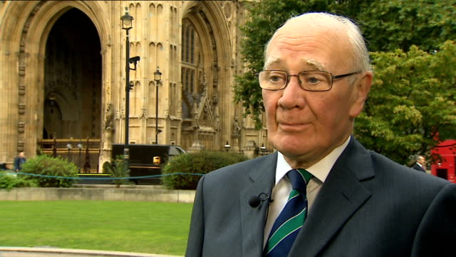 parliament votes in favour of air strikes against islamic state in iraq douglas alexander and menzies campbell interviews sir menzies campbell mp... - sir menzies campbell bildbanksvideor och videomaterial från bakom kulisserna