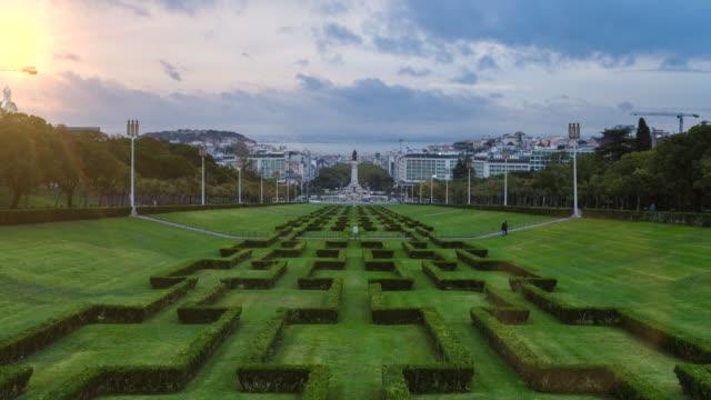 vidéos et rushes de tl zo parque eduardo vii lisbon at sunrise - jardin classique
