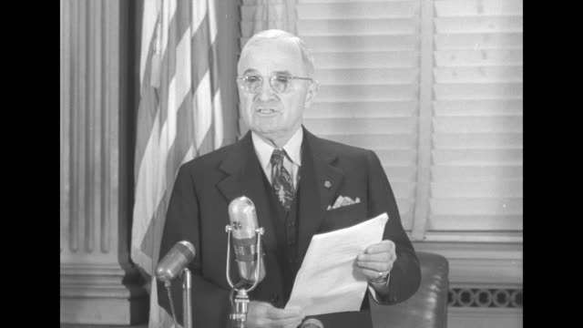 [part 1 of 3] sot pres harry truman statement at press conference recent developments in korea confront the world with a serious crisis the chinese... - china shall have our help点の映像素材/bロール