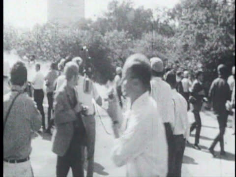 part of a youth international party film about the riots at the 1968 democratic national convention in chicago - 1968 bildbanksvideor och videomaterial från bakom kulisserna