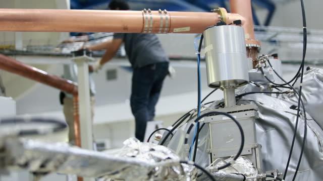 部品工場機械 - 空気弁点の映像素材/bロール