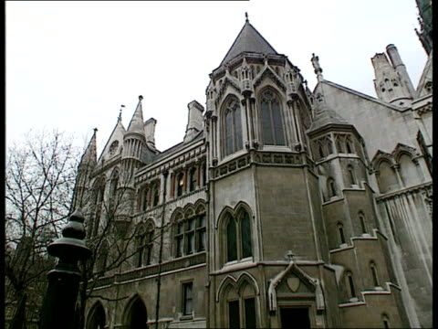 the strand seq high court building - inghilterra video stock e b–roll