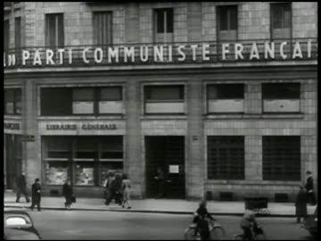 vidéos et rushes de parti communiste' building. int communist members at table talking . french communist party leader maurice thorez talking. - communisme