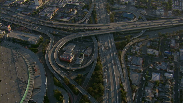 stockvideo's en b-roll-footage met partial cloverleaf interchange in los angeles - los angeles convention center