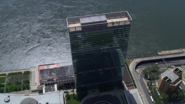 partial orbit of un building, looking toward east river. shot in 2006. - united nations building stock videos and b-roll footage