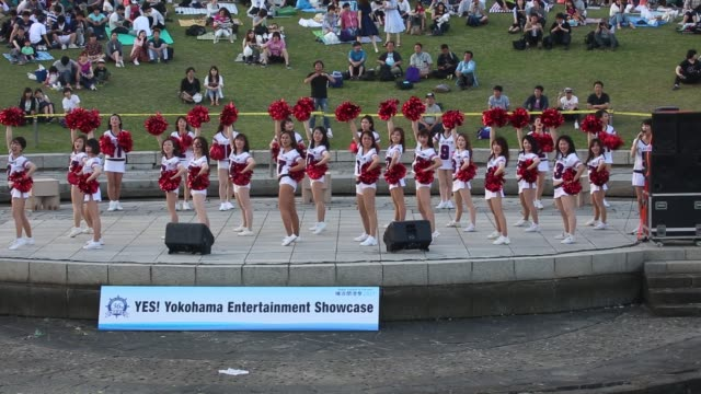 yokohama kanagawa prefecture japan june 3 2017 a participant team of cheerleaders dance on the stage of yes yokohama entertainment showcase as a part... - ragazza pon pon video stock e b–roll