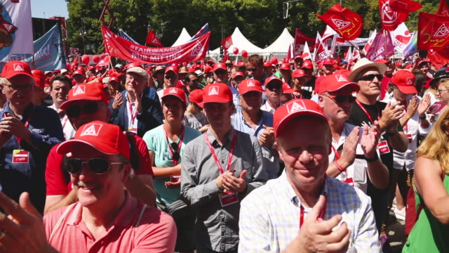 participants demonstrate at a protest organized by the ig metall trade union on june 29 2019 in berlin germany ten thousand metal workers from all... - gewerkschaft stock-videos und b-roll-filmmaterial