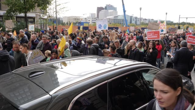 stockvideo's en b-roll-footage met participants in the fridays for future movement protest near the brandenburg gate during a nationwide climate change action day on september 20 2019... - sports utility vehicle