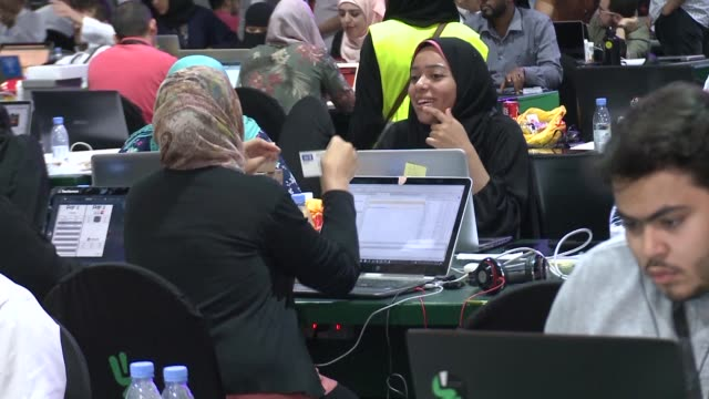 vídeos de stock e filmes b-roll de participants including saudi women attend a hackathon in jeddah prior to the start of the annual hajj pilgrimage in the holy city of mecca - jiddah