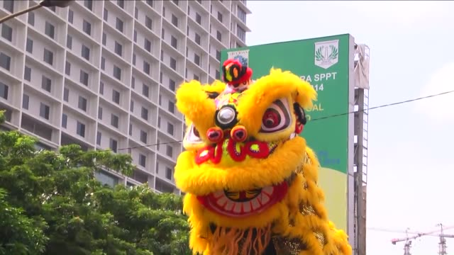 participants parade and perform lion dance during a festival marking the 15th day of the first month of the chinese lunar calendar known as cap go... - chinesisches laternenfest stock-videos und b-roll-filmmaterial