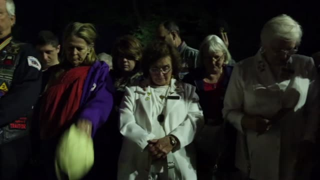 stockvideo's en b-roll-footage met pan participants say a prayer during a candlelight vigil at the vietnam veterans memorial prior to the memorial day weekend may 23 2014 washington dc - vietnam veterans memorial