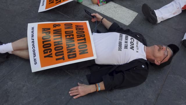 vídeos de stock, filmes e b-roll de participants simulate being dead during a die-in during a pro-life supporters rally in times square, manhattan new york city, usa .advocates rallied... - decretar