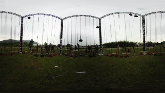vidéos et rushes de participants test their strength in a spartan race in hong kong - essai de voiture