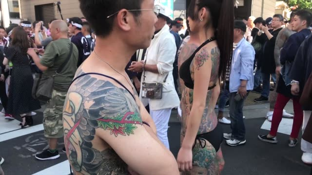 participants with traditional festival outfit parade down the street toward asakusa shrine in the compound of sensoji temple during tokyo's one of... - shitamachi stock videos and b-roll footage