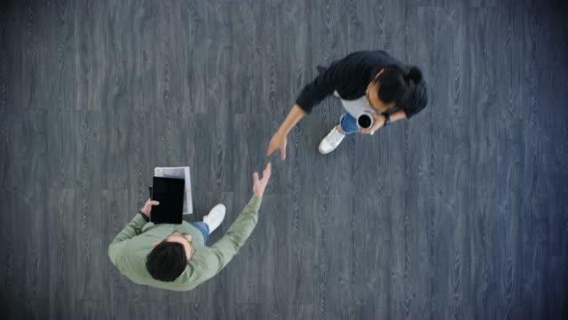 vidéos et rushes de partenaire de personnes partageant les mêmes ambitions que - accueil entreprise