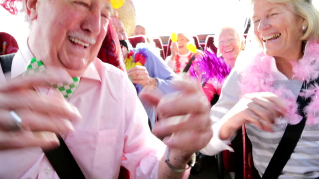 party-bus - 70 79 jahre stock-videos und b-roll-filmmaterial