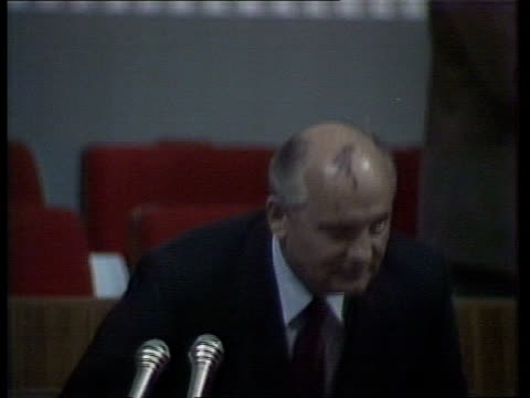 stockvideo's en b-roll-footage met day two ussr moscow red sq delegates along rl as red flags in b/g la delegates along rl past as large red banner with lenin's portrait hangs from... - mikhail gorbachev
