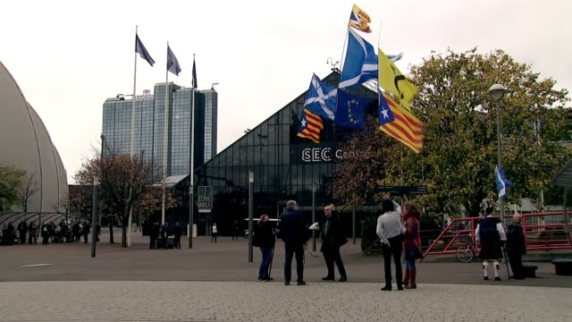 Nicola Sturgeon announces plans for publically owned energy producer SCOTLAND Glasgow EXT Handful of supporters of Scottish independence outside SNP...