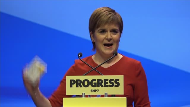 vídeos de stock, filmes e b-roll de nicola sturgeon announces plans for publically owned energy producer int stage at snp party conference snp leader nicola sturgeon onto stage to... - stage make up