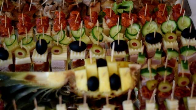 vídeos de stock e filmes b-roll de party food on a tray - sanduíche