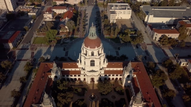 pasadena city hall- moving drone shot revealing pasadena - courtyard stock videos & royalty-free footage
