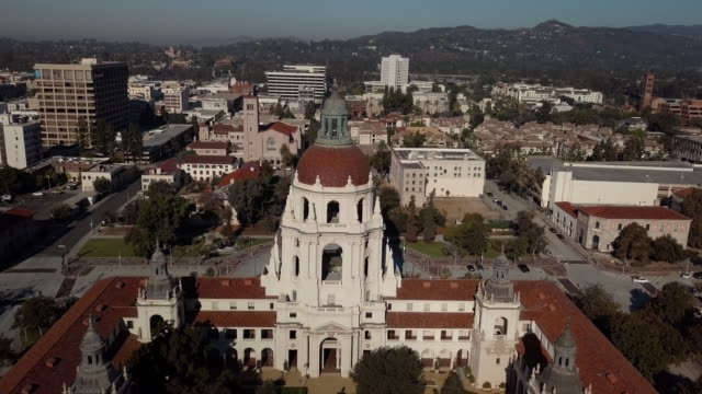 pasadena city hall- moving drone shot - courtyard stock videos & royalty-free footage