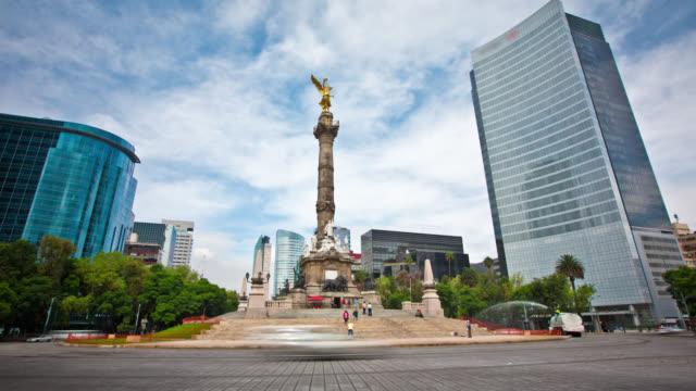 vídeos de stock, filmes e b-roll de intervalo de tempo: paseo de la reforma, cidade do méxico - monumento da independência paseo de la reforma