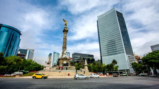 vídeos de stock, filmes e b-roll de paseo de la reforma, cidade do méxico - monumento da independência paseo de la reforma