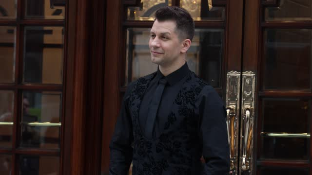 """pasha kovalev poses during the """"here come the boys"""" photocall at london palladium on may 25, 2021 in london, england. - イングランド南東部点の映像素材/bロール"""